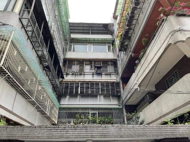 行政園區邊間三房,新北市新店區中興路一段